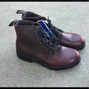 NIB Blundstone 1617 Redwood Lace Up Boot